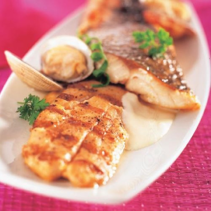 Filete de lubina con salsa mascarpone y almejas