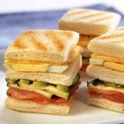 Sandwich de salmón y piña