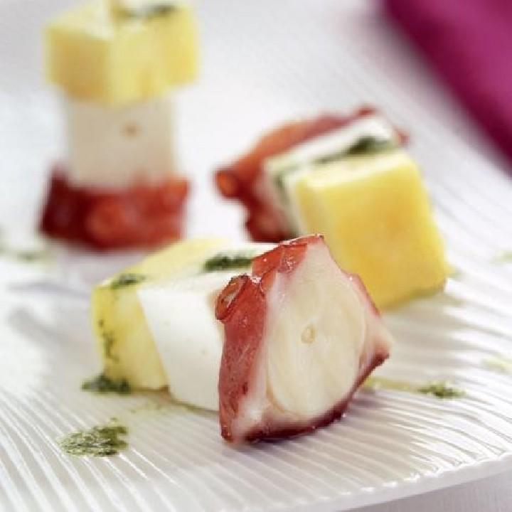 Broqueta de pop, formatge i pinya