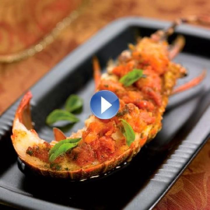 Llagosta amb salsa de llima i tomàquet a l'alfàbrega