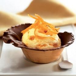 Tulipas rellenas con helado de vainilla y naranja