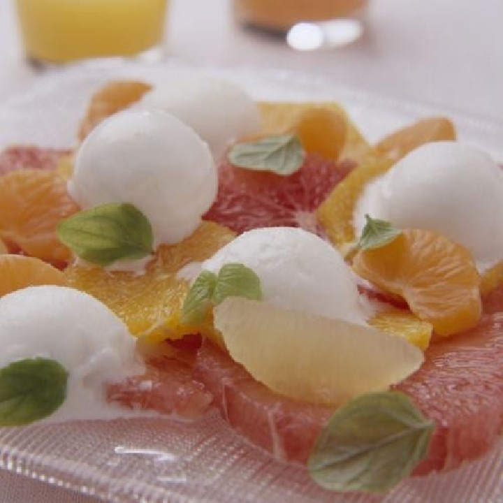 Sorbete de limón con ensalada de cítricos