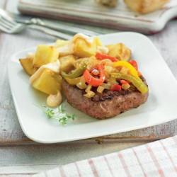 Hamburguesa amb pebrots confitats i patates braves