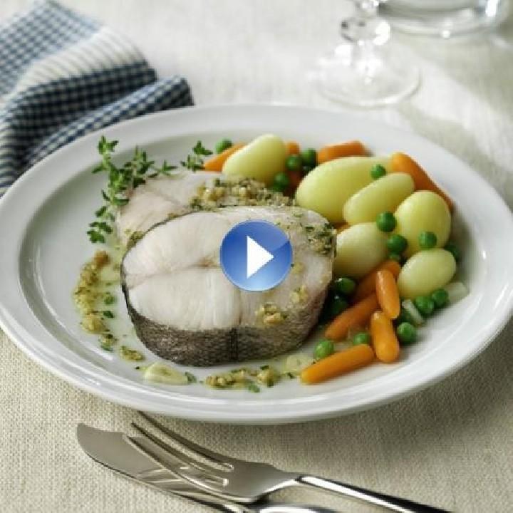 Rodanxa de lluç al vapor amb saltat de verdures
