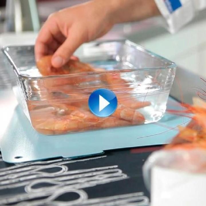 ¿Cómo descongelamos el marisco crudo con cáscara?