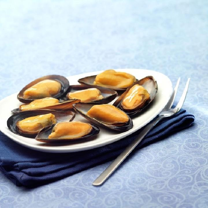 Musclo cuit amb  mitja closca