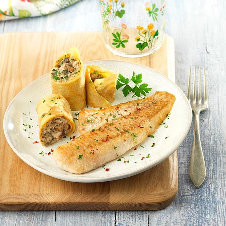 Filetes de merluza a la plancha con crepes rellenas de setas