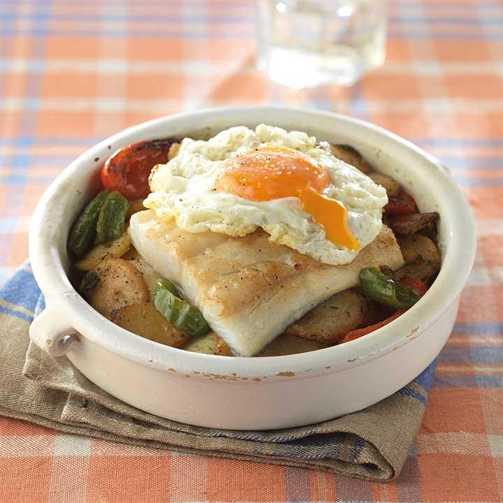 Penca de bacalao con patatas y huevo frito