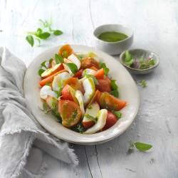 Ensalada de tomate, nectarina y bacalao