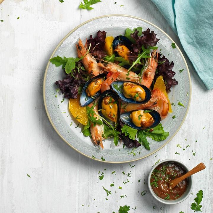 Ensalada de langostinos y mejillones con salsa thai