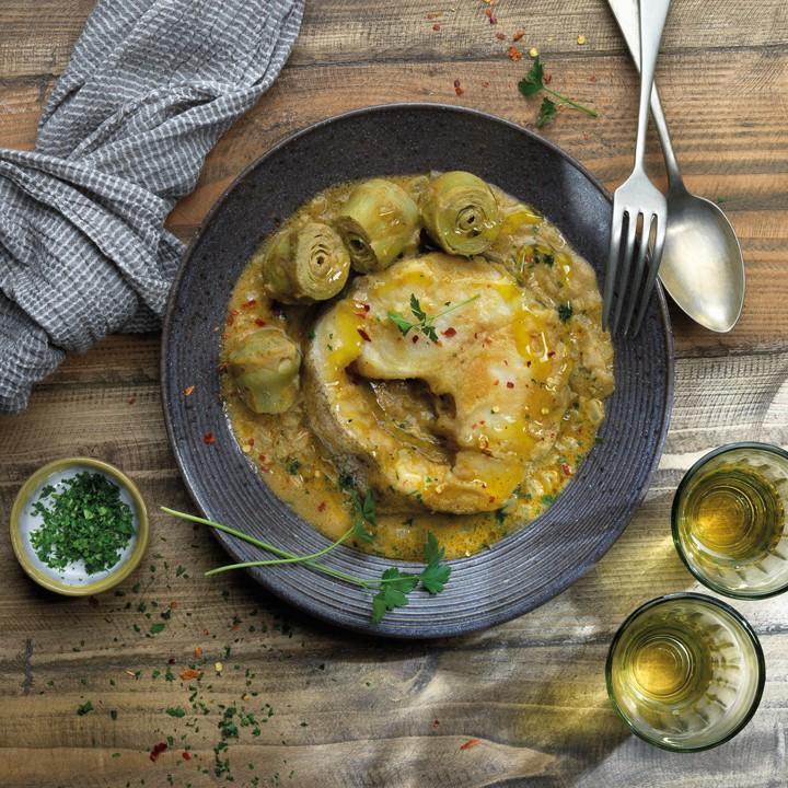 Merluza con alcachofas y salsa de almendras