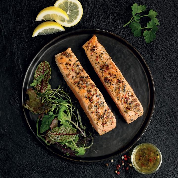 Lomo de salmón al limón y pimienta